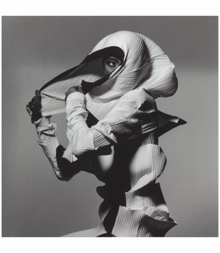 Issey Miyake Fashion White and Black, New York 1990 Photo Irving Penn