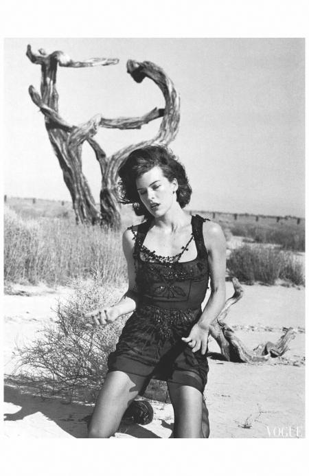 "Milla Jovovich for Vogue Italia October 2005 ""Mojave Desert, California, USA, 2005"" Photo Peter Lindbergh a"