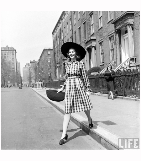 414-Fashion Washington Sq 1940' Photo Nina Leen c