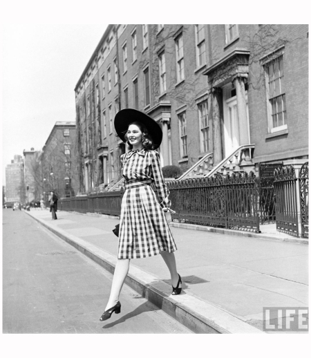 414-Fashion Washington Sq 1940' Photo Nina Leen