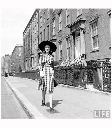 © Nina Leen 414-Fashion Washington Sq.Fashion Washington Sq 1940' b