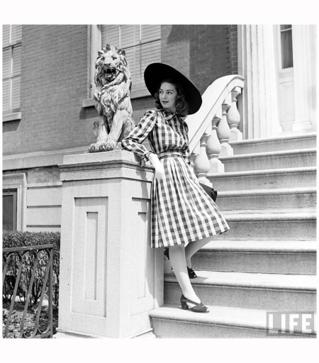 © Nina Leen 414-Fashion Washington Sq.Fashion Washington Sq 1940' b2