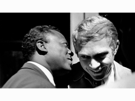 miles-davis-talks-to-steve-mcqueen-at-the-1963-monterey-jazz-festival-jim-marshall