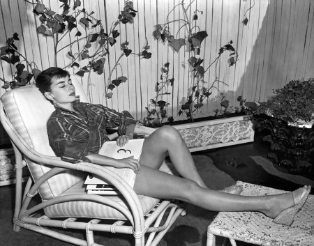 Hepburn kicks back on her Manhattan apartment_s terrace in 1954